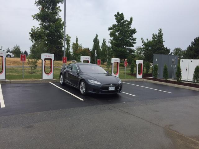 Bob Saunder's Tesla recharging